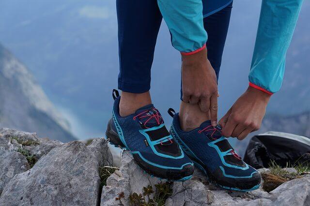 Die Dynafit Speed Mtn GORE-TEX® Trailrunningschuhe haben ein einfaches Quick Lace System zum schnellen Anpassen der Schnürung