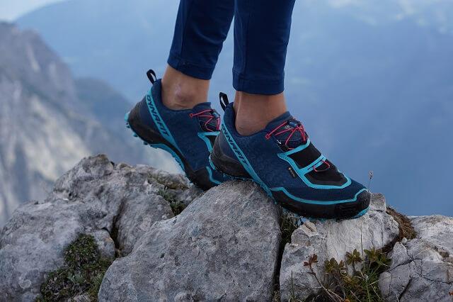 Die Dynafit Speed Mtn GORE-TEX® Trailrunningschuhe haben eine wasserdichte Membran als Obermaterial was sie zu den perfekten Begleiter am Berg macht