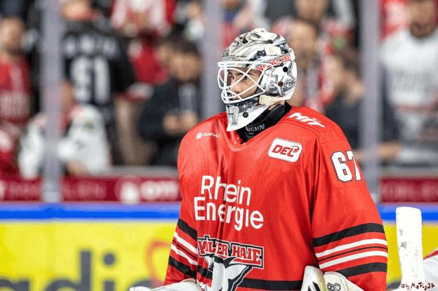 Eishockey Goalie Hannibal Weitzmann von den Kölner Haie