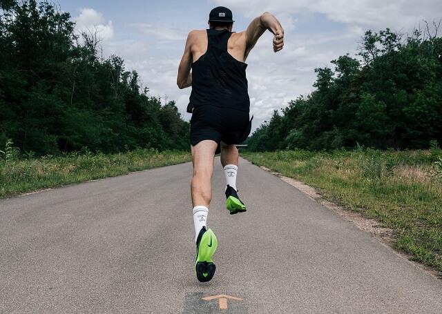 Die Nike Air Zoom Alphafly NEXT% Laufschuhe sind gemacht für hohe Geschwindigkeiten über die längere Distanz bis hin zum Marathon
