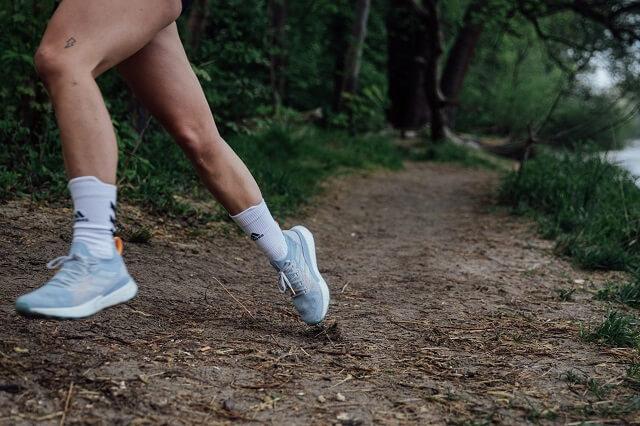 Die adidas Terrex Two Ultra Parley Trailrunning Outdoor Schuhe für Damen und Herren sorgen für viel Dynamik und Grip auf jedem Untergrund