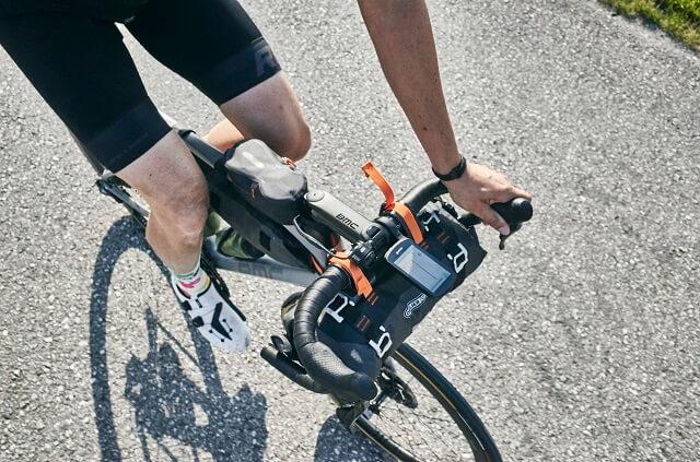 Die hohe Akkulaufzeit die vielen Funktionen und Sensoren machen den Garmin Edge 1030 Bike Comuter zu einem der besten Fahrrad Geräte 2020