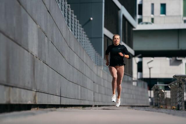 Keller Sports Pro Caro bereitet euch auf eure neue Bestzeit mit dem Halbmarathon Trainingsplan vor