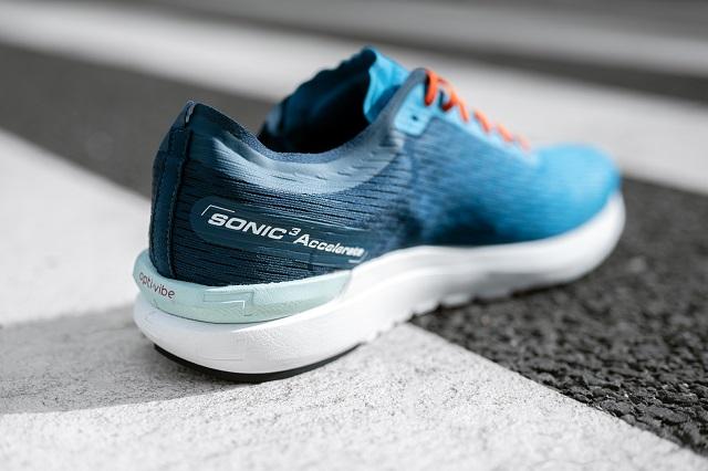 Der Salomon Sonic 3 Accelerate ist ein Laufschuh für Tempo Training oder Wettkampf Läufe