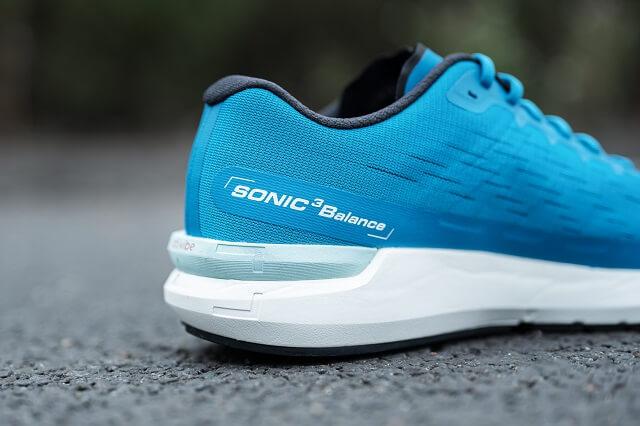 Der Salomon Sonic 3 Balance ist ein Allrounder Schuh für jede Running Einheit