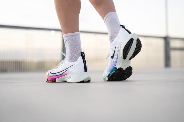 Die Nike Air Zoom Tempo NEXT% Flyknit Running Schuhe sind perfekt für schnelles Tempo Training