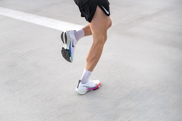 Keller Sports Pro Jan testet den Nike Air Zoom Tempo NEXT% Flyknit im Running Training 2020