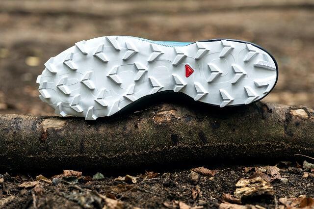 Der Salomon Supercross punktet im Trailrunning Schuh Test 2020 mit einer griffigen Sohle und viel Traktion