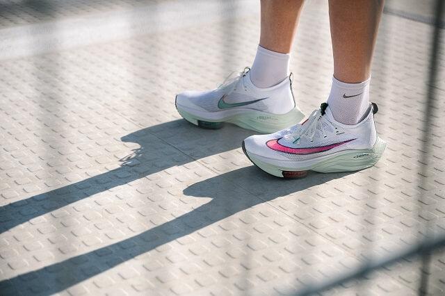 Die Nike Air Zoom Alphafly NEXT% Laufschuhe sind gemacht für schnelle Marathon Läufe im Training und Wettkampf