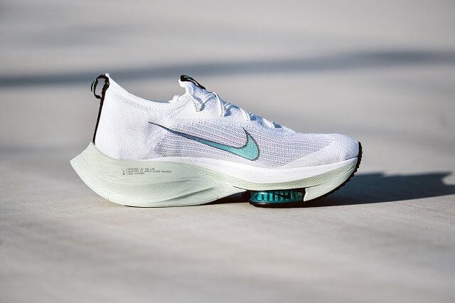 Die nike Air Zoom Alphafly NEXT% Laufschuhe sind schnelle Schuhe für Marathon Rennen