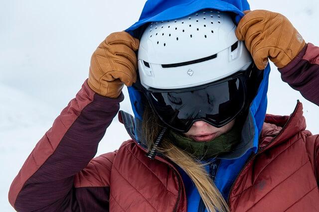 Der Sweet Protection Ascender MIPS Skitouren Skihelm kommt mit vielen Features wie der MIPS Technologie und dem innovativen Belüftungssystem STACC-Ventilation