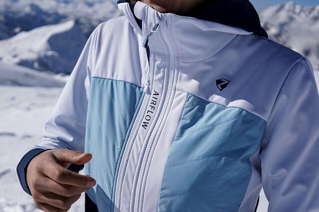 Die Ziener Neta Damen Hybridjacke bringt gute Isolation und Atmungsaktivität für deine Wintersport Aktivitäten