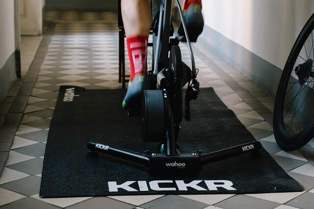 Zuhause auf dem Bike gas geben ist mit dem Rollentraining und den Wahoo Fitness Kickr Produkten kein Problem