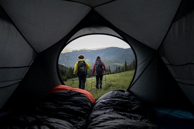 Das Blackroll Recovery Pillow lässt sich gut auf Reisen und Outdoor Abenteuer mitnehmen