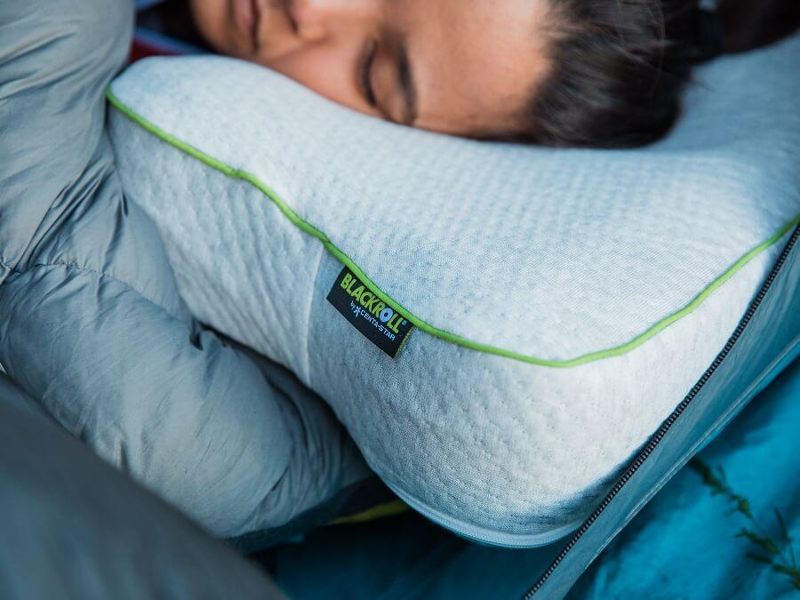 Das Blackroll Recovery Pillow im Test - Mehr Leistung durch Schlaf?