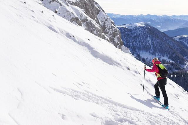 Die Dynafit Skitouren Ausrüstung Wintersport Bekleidung überzeugt im Skitour Test 2020 2021