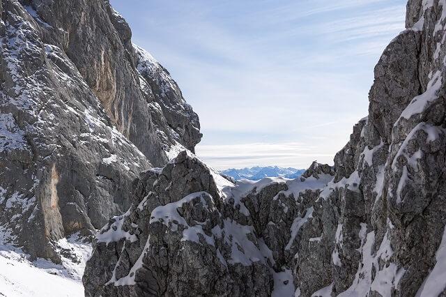 Die Dynafit Skitouren Ausrüstung und Bekleidung im Wintersport Test 2020 2021