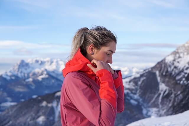 Die Schöffel Penia Softshelljacke im Wintersport Test der Skitouren Bekleidung 2020 2021