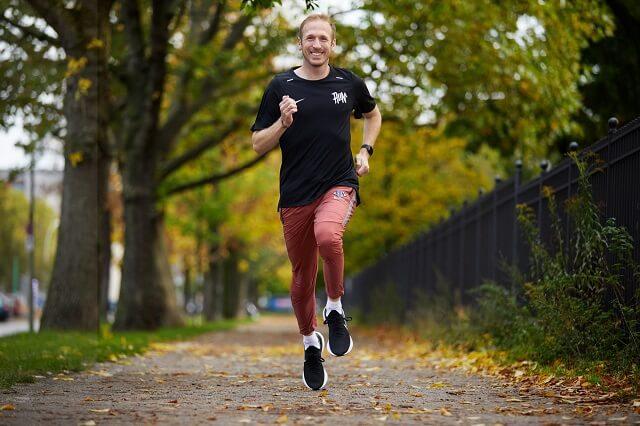 Jan Fitschen ist einer der Coaches in der Nike Running Club App der dich bei deinem Run Training mit den Audio Guided Runs 2020 und 2021 motiviert