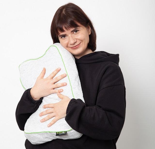 Keller Sports Pro Anna nimmt das Blackroll Recovery Pillow auch mit auf Reisen