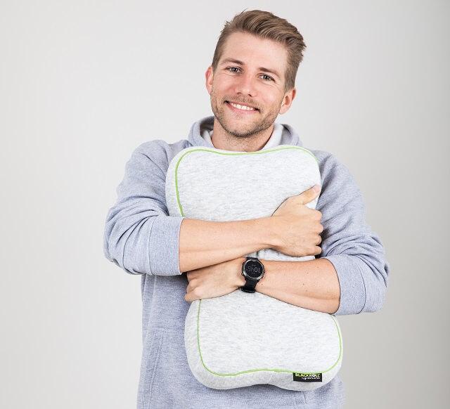 Keller Sports Pro Yannik ist begeistert von dem neuen Blackroll Recovery Pillow