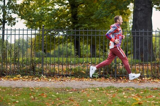 Running Profi Jan Fitschen hilft euch mit den Audio Guided Runs in der Nike Running Club Apps für eure beste Fitness Ende 2020