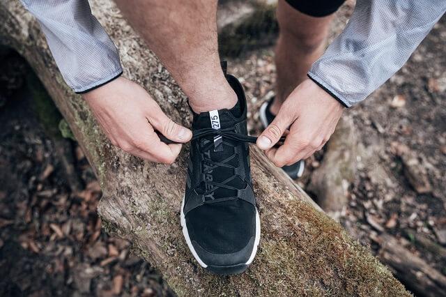 Laufschuhe schnüren und los gehts mit unseren Tipps für Einsteiger in das Trailrunning gelingt euch der erste Lauf auf Trails 2021