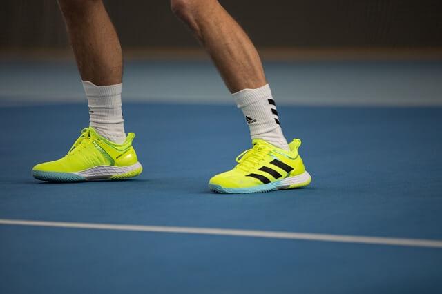 adidas verwendet den Primeblue Garn aus Parley Ocean Plastic für Laufschuhe Tennisschuhe und Outdorprodukte