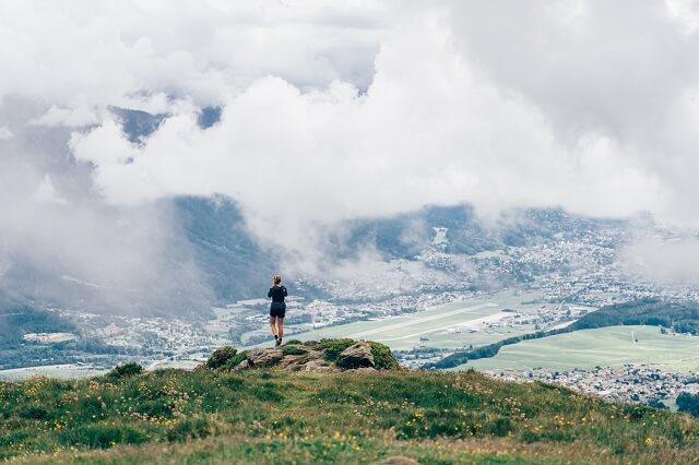 Die The North Face Vectiv Flight Series Trailrunning Schuhe bieten viel Dynamik Grip und Komfort auf allen Untergründen für deinen Trailrun 2021