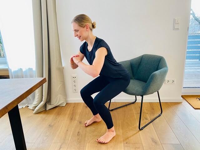 Durch Fitness Übungen im Home Office kannst du 2021 auch zuhause fit und gesund werden und bleiben