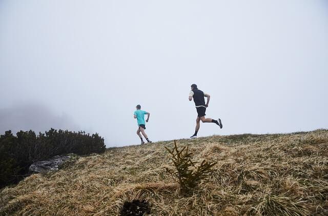 Laufen im Gelände kann jeder ausprobieren und mit den Trailrunning Trainingsplan gelingt das Training ganz sicher
