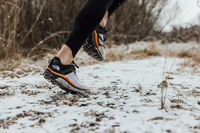 Trailrunning Schuhe besitzen mehr Stabilität und mehr Grip um dich beim laufen im Gelände auf dem Trail zu schützen und dir die beste Lauf Performance zu geben
