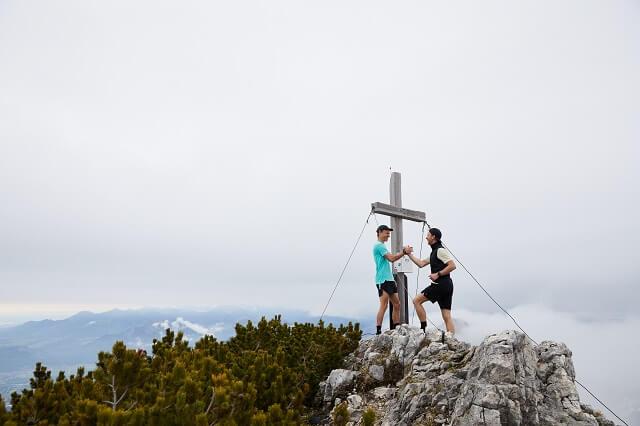 Zusammen mit Freunden macht Trailrunning am meisten Spaß und mit den individuellen Trailrunning Trainingsplänen verfolgt ihr eure Trainingsziele immer während dem Laufen