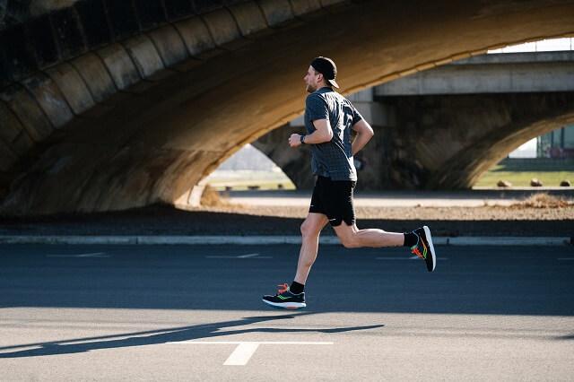 Der Saucony Triumph 18 ist dank PWRRUN+ ein komfortabler Schuh am Fuß beim Laufen über längere Distanzen