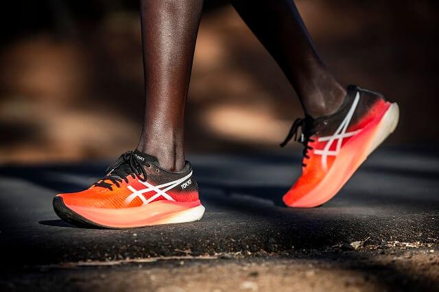 Die ASICS Metaspeed Sky Laufschuhe sind die schnellsten ASICS Schuhe 2021