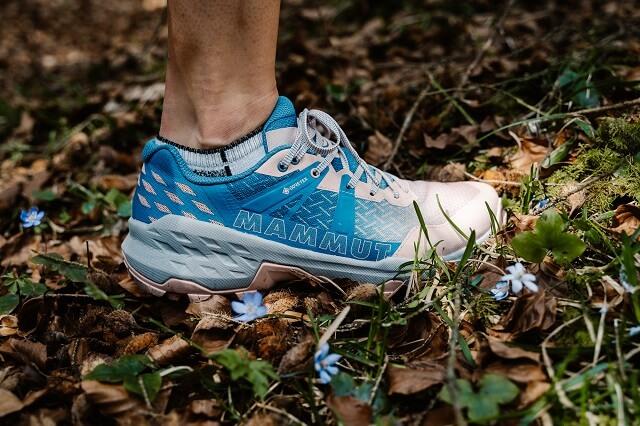 Die Mammut Sertig II Low GORE-TEX Fast Hiking Schuhe für Damen und Herren sind optimal für das schnelle Wandern und andere Outdoor Abenteuer