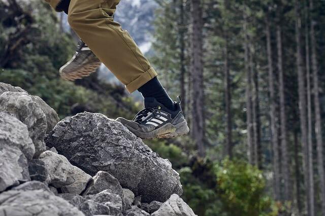 Die adidas TERREX Zupahike Trekkinghose überzeugt im Outdoor Test 2021 mit viel Bewegungsfreiheit