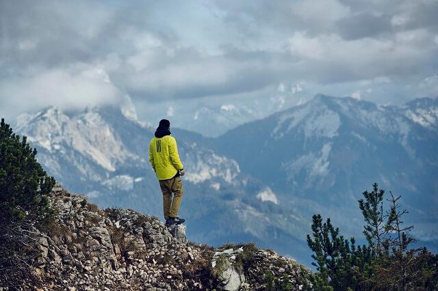 Die adidas TERREXTech Fleece Sweatshirt aus der adidas Terrex Swift in the mountains Kollektion überzeugt durch Komfort und Funktionalität im Outdoor Test 2021
