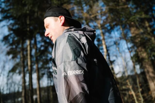 Die neue adidas TERREX Trailrunning Kollektion hat unseren Keller Sports Pro Jan beim Outdoor Test 2021 im Gelände überzeugt