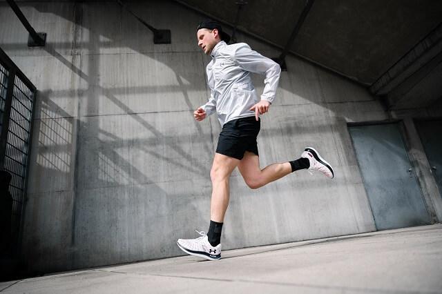 Die neuen Under Armour Laufschuhe sind perfekt für schnelle Sport Einheiten 2021