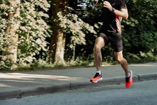 Der ASICS Magic Speed ist im Run Faster Segment gemacht für die schnellen Einheiten