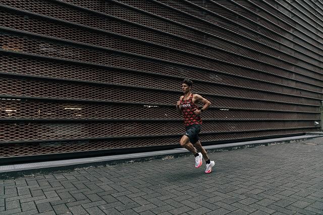 Wenn dein erster Marathon bevor steht oder du gerne eine neue Bestzeit laufen möchtest dann lad dir unseren individuellen Marathon Trainingsplan herunter