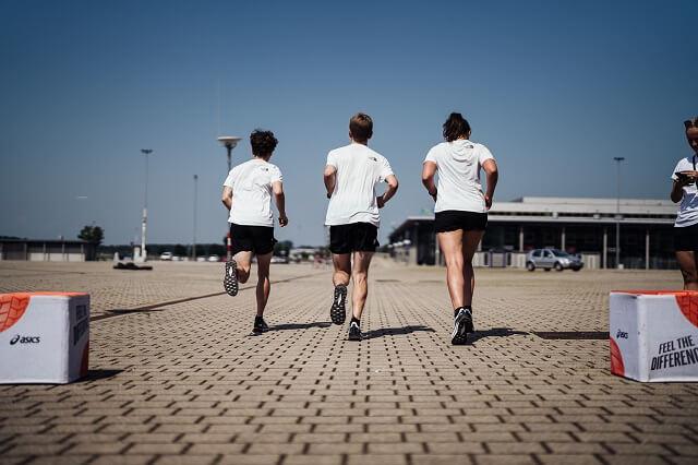Bei der ASICS Station beim Brand City Clash by KELLER 2021 ging es darum möglichst genau eine Pace beim Laufen zu trffen