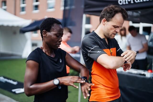 Beim On Running Level beim Brand City Clash by KELLER 2021 mussten die Teilnehmer mit einer GPS Uhr die richtige Route finden