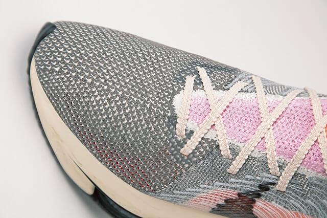 Das Obermaterial aus Flyknit und Flyprint des Nike Air Zoom Alphafly Next Nature besteht aus recycelten Resten und Materialien