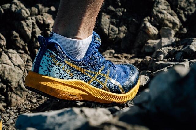Die ASICS Fuji Lite 2 Trailrunningschuhe überzeugen beim Trailrunning durch Komfort und Dynamik