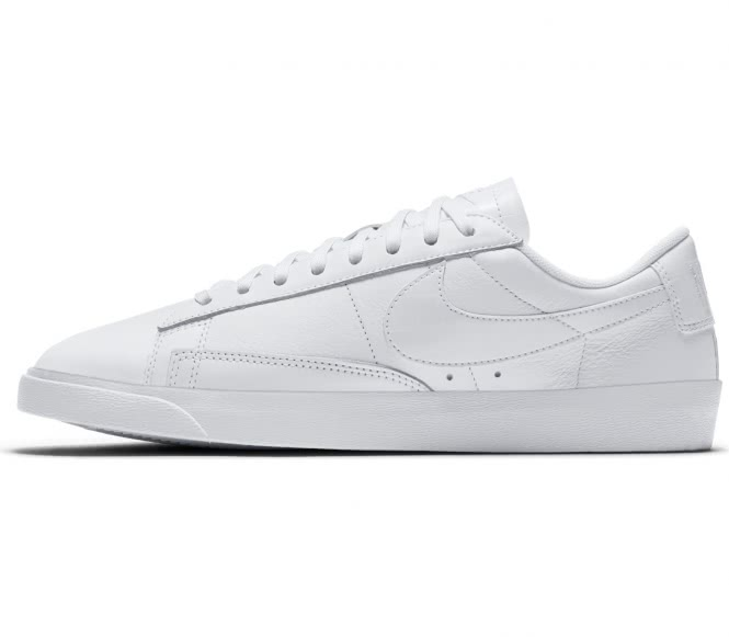 Nike - Blazer Low Essential Damen Sneaker (weiß...